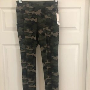 NWT CAMOUFLAGE LEGGINGS BY ANN & AVA SIZE S 🖤💚